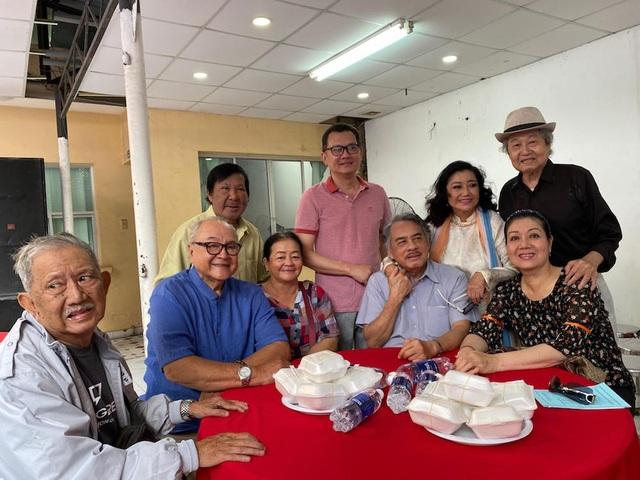 Ấm áp tình nghệ sĩ Việt dành cho người nghèo mùa Tết - 4