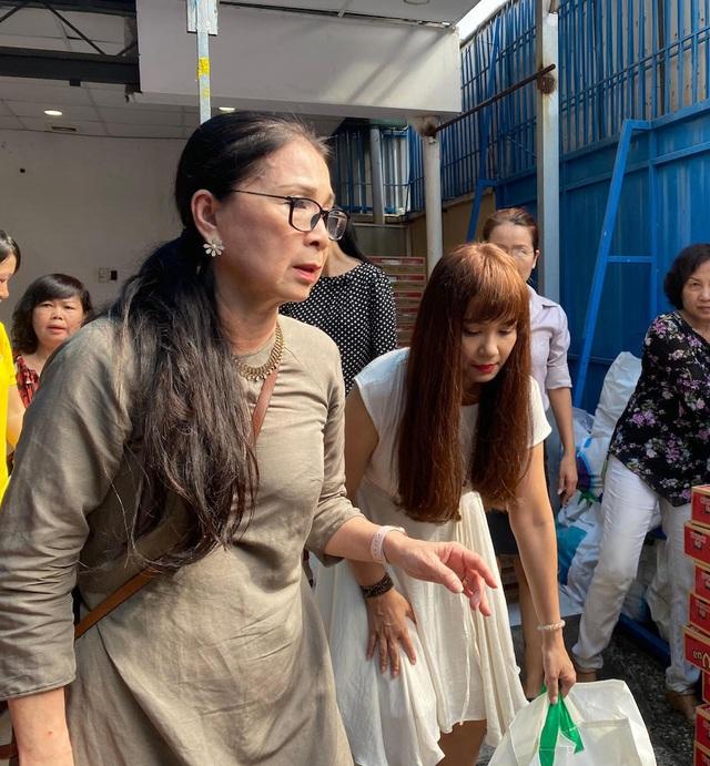 Ấm áp tình nghệ sĩ Việt dành cho người nghèo mùa Tết - 5
