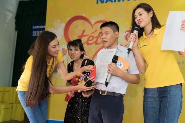 Ấm áp tình nghệ sĩ Việt dành cho người nghèo mùa Tết - 9