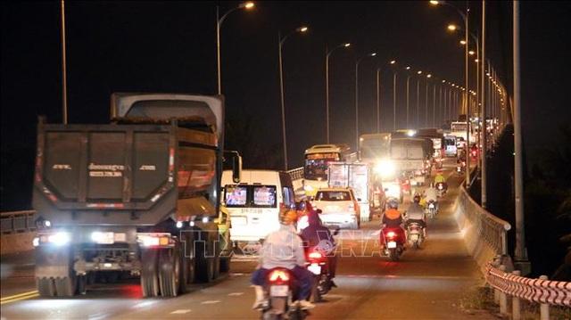 Tắc đường gần 10km từ thành phố Bến Tre đến cầu Rạch Miễu - 3