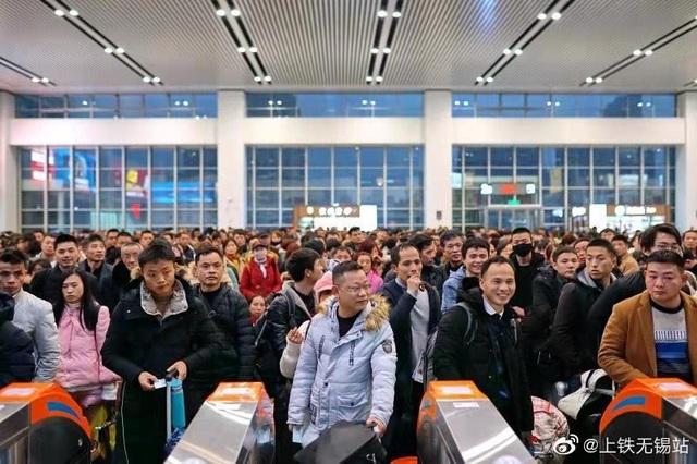 """""""Biển người"""" Trung Quốc trong cuộc di dân khổng lồ về nhà ăn Tết - 12"""