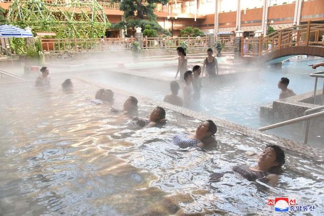Ảnh hiếm bên trong khu nghỉ dưỡng suối nước nóng của Triều Tiên - 3