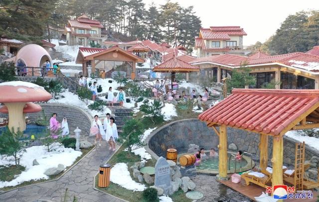 Ảnh hiếm bên trong khu nghỉ dưỡng suối nước nóng của Triều Tiên - 4
