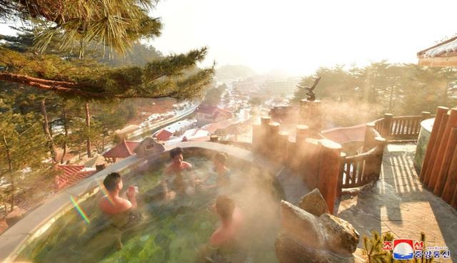Ảnh hiếm bên trong khu nghỉ dưỡng suối nước nóng của Triều Tiên - 6