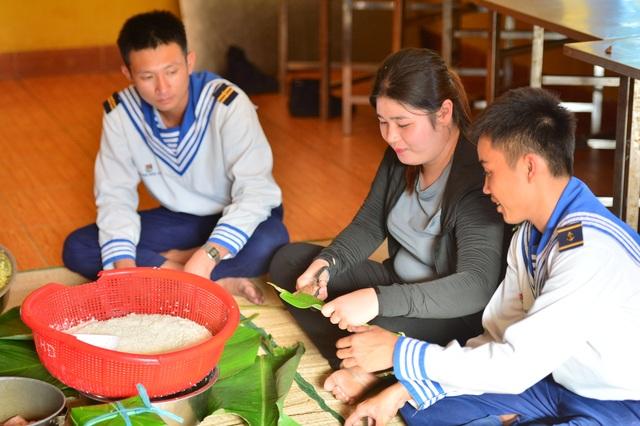 Bánh chưng gói lá bàng vuông: Đặc sản của Trường Sa - 11