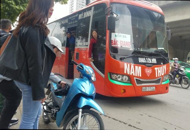 Hà Nội: Xe khách thỏa sức lộng hành xung quanh bến xe Mỹ Đình - 6
