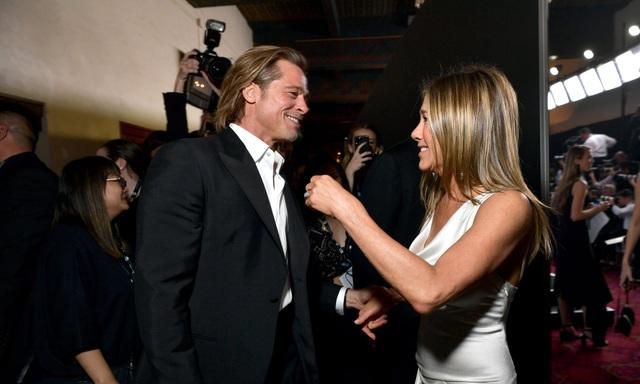 Lý giải cơn sốt của công chúng trước khoảnh khắc thân tình giữa Brad Pitt và Jennifer Aniston - 1