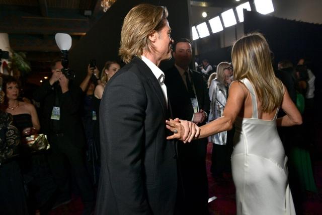 Lý giải cơn sốt của công chúng trước khoảnh khắc thân tình giữa Brad Pitt và Jennifer Aniston - 2