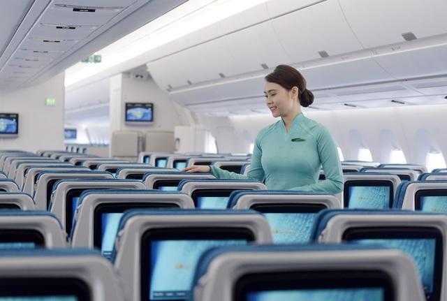 Tiếp viên Vietnam Airlines được khen vì trả lại cả túi kim cương khách quên trên máy bay - 1