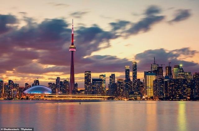 Canada hút khách hơn bởi cặp đôi Hoàng tử Harry-Meghan - 2