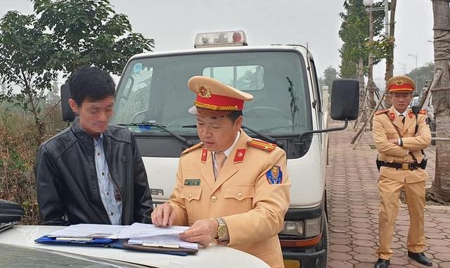 CSGT Hà Nội phát hiện tài xế xe buýt vi phạm nồng độ cồn - 1