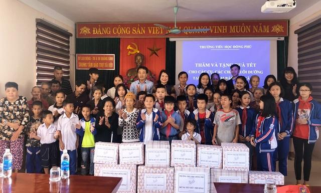 Quảng Bình: Trao quà Tết cho học sinh trường khuyết tật, SOS - 1