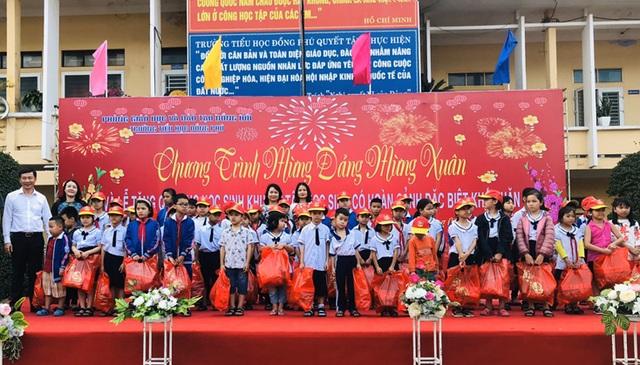 Quảng Bình: Trao quà Tết cho học sinh trường khuyết tật, SOS - 2