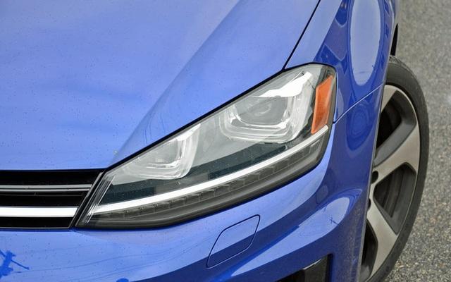 Những thói quen nguy hiểm khi lái hoặc ngồi trên xe ô tô - 20