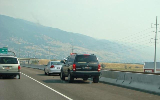 Những thói quen nguy hiểm khi lái hoặc ngồi trên xe ô tô - 3