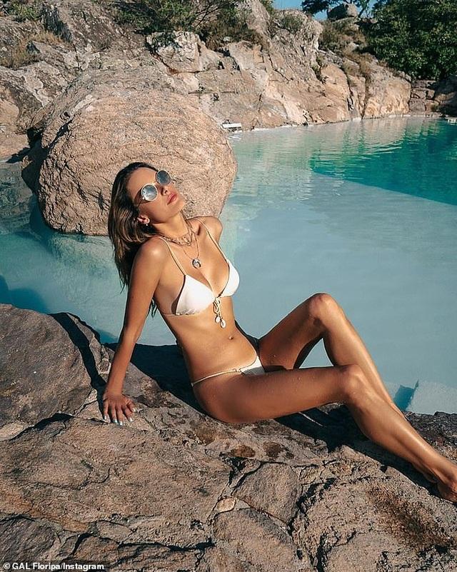 Alessandra Ambrosio gợi cảm với áo tắm - 3