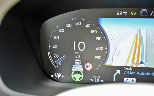 Những thói quen nguy hiểm khi lái hoặc ngồi trên xe ô tô - 6