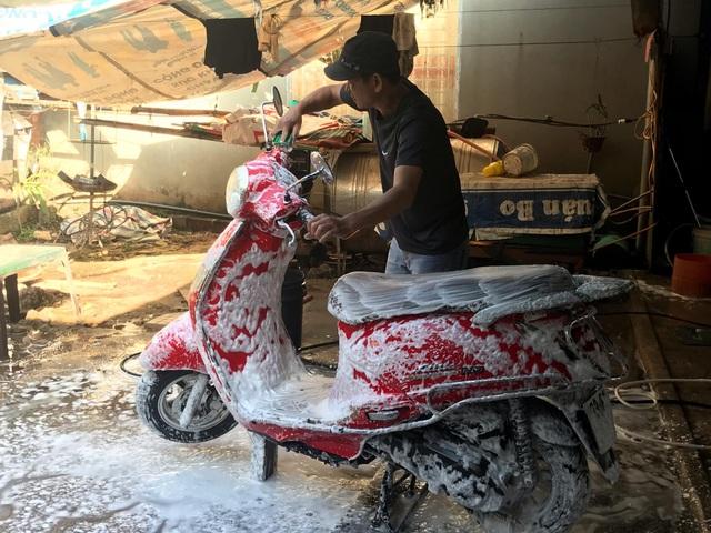 Quảng Trị:  Nghề rửa xe kiếm bộn tiền ngày cận Tết - 6