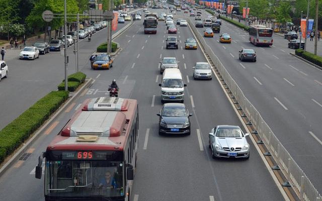 Những thói quen nguy hiểm khi lái hoặc ngồi trên xe ô tô - 9