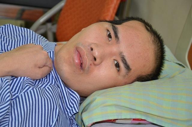 Chàng trai bị tai nạn suýt chết trong ngày đăng kí kết hôn được bạn đọc tiếp tục giúp đỡ - 1