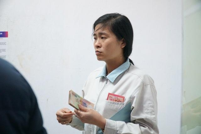 Chen chúc đến nghẹt thở chờ rút tiền tại cây ATM - 5