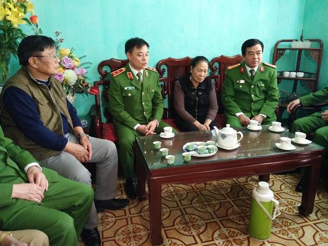 Trao gần 4 tỷ đồng tới thân nhân 3 liệt sĩ hy sinh tại Đồng Tâm - 3