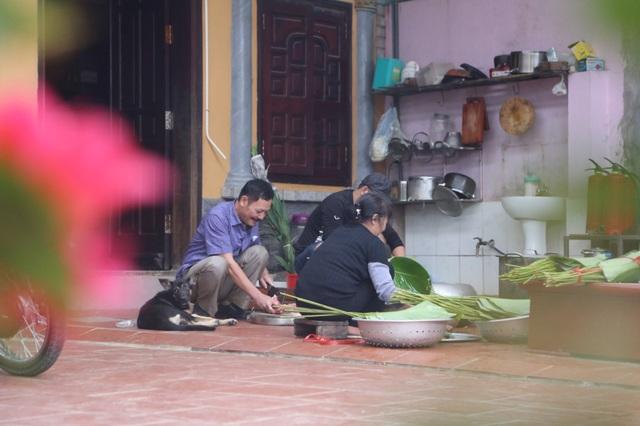 Mổ lợn gói bánh chưng đón Tết ở Đồng Tâm - 4