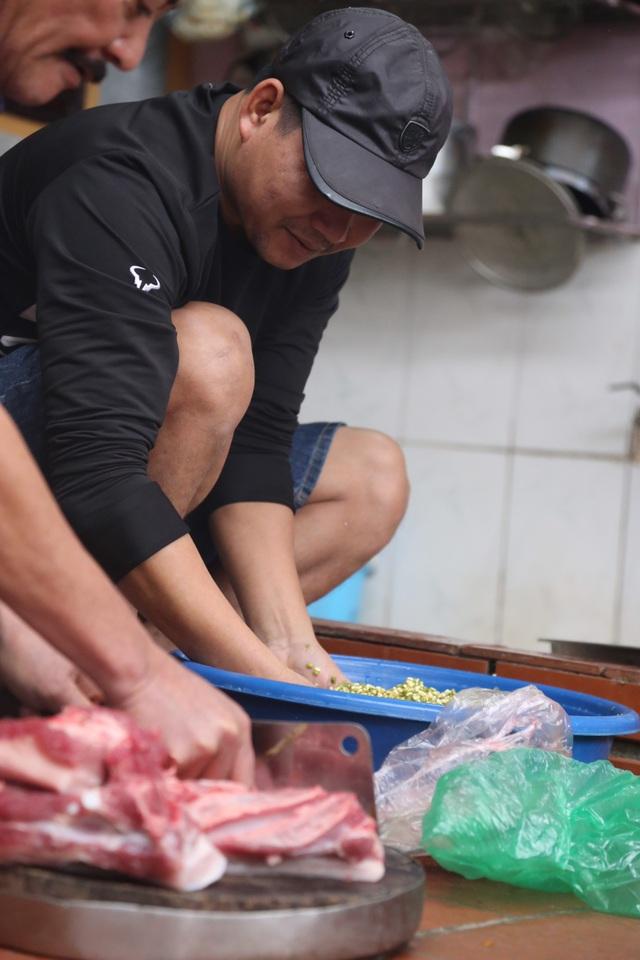 Mổ lợn gói bánh chưng đón Tết ở Đồng Tâm - 6