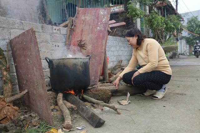 Mổ lợn gói bánh chưng đón Tết ở Đồng Tâm - 9