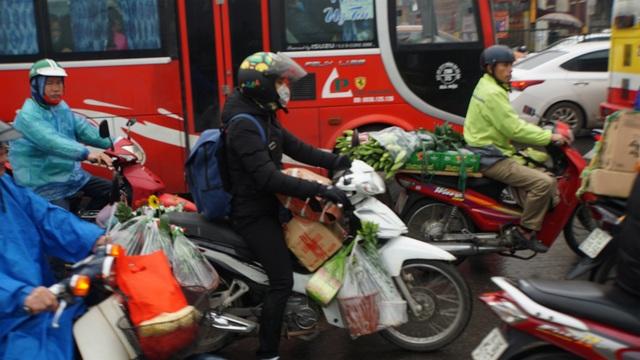 Người dân đổ về quê, cửa ngõ phía Nam Hà Nội ùn tắc sáng 28 Tết - 6