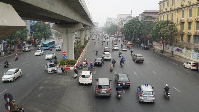 Người dân đổ về quê, cửa ngõ phía Nam Hà Nội ùn tắc sáng 28 Tết - 11