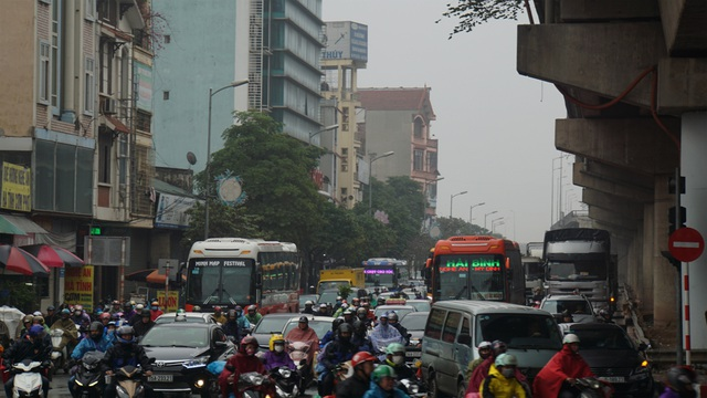 Người dân đổ về quê, cửa ngõ phía Nam Hà Nội ùn tắc sáng 28 Tết - 7
