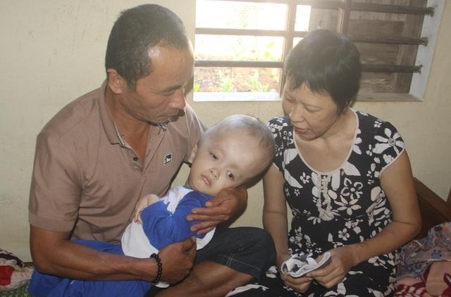 Bạn đọc giúp đỡ gia đình bé bị não úng thuỷ hơn 42 triệu đồng - 2