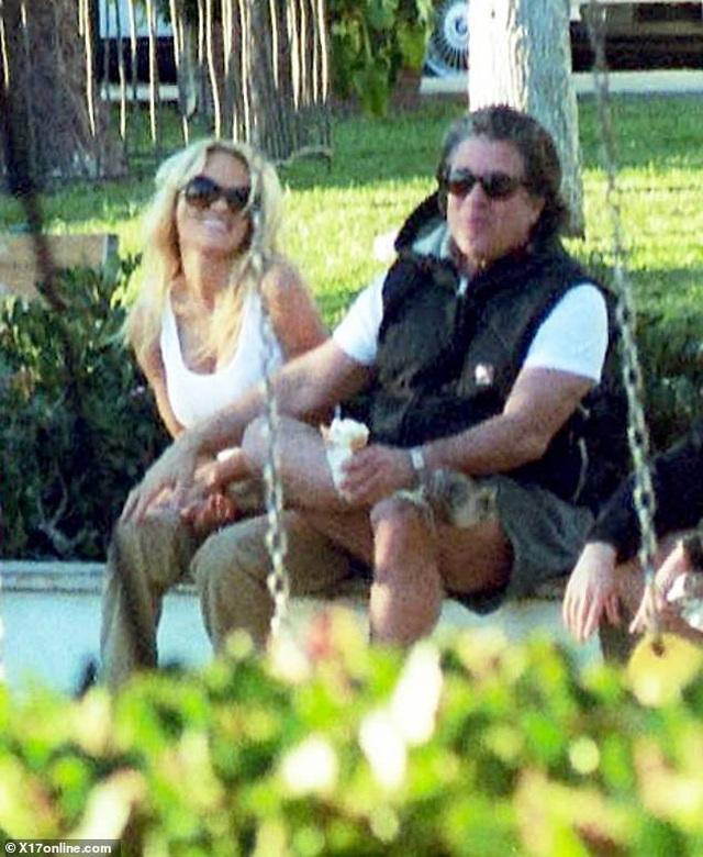 Pamela Anderson bí mật kết hôn lần thứ 5 - 3
