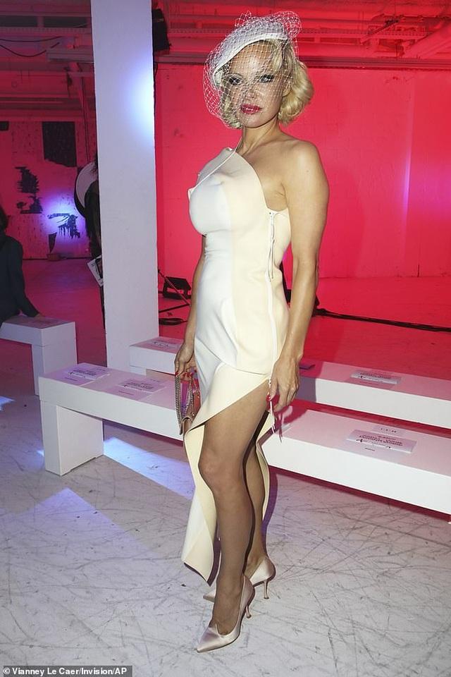 Pamela Anderson bí mật kết hôn lần thứ 5 - 9