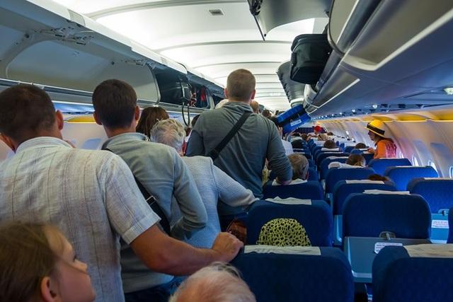 7 lời khuyên giúp giảm đau lưng khi đi ô tô và máy bay - 3