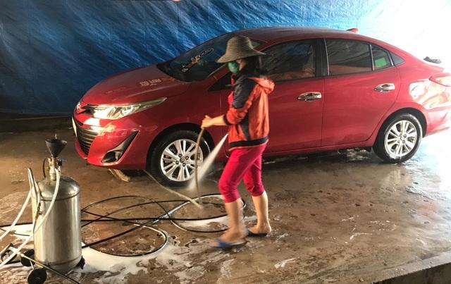 Quảng Trị:  Nghề rửa xe kiếm bộn tiền ngày cận Tết - 2