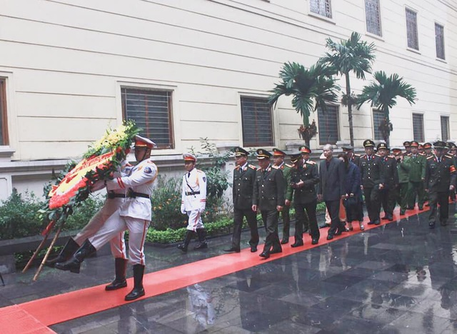 Trao gần 4 tỷ đồng tới thân nhân 3 liệt sĩ hy sinh tại Đồng Tâm - 5