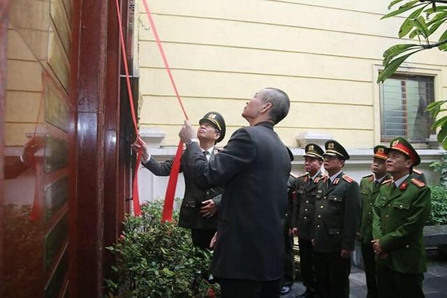 Trao gần 4 tỷ đồng tới thân nhân 3 liệt sĩ hy sinh tại Đồng Tâm - 4
