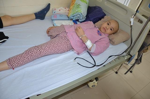 Bạn đọc Dân trí giúp đỡ bé Khánh Linh mắc ung thư xương gần 100 triệu đồng - 1