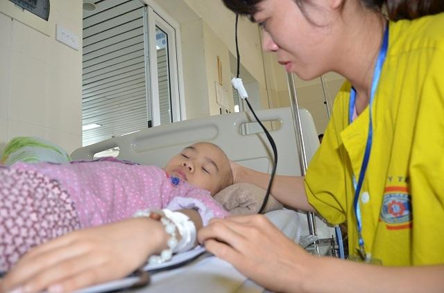 Bạn đọc Dân trí giúp đỡ bé Khánh Linh mắc ung thư xương gần 100 triệu đồng - 2