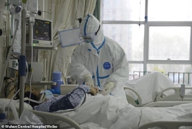 Bệnh viện ở Vũ Hán oằn mình vì quá tải do bệnh viêm phổi lạ bùng phát - 4