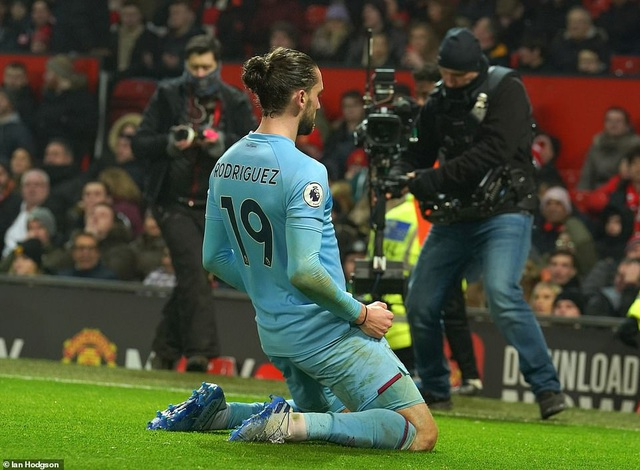 Man Utd bị Burnley đè bẹp ngay trên sân nhà Old Trafford - 2