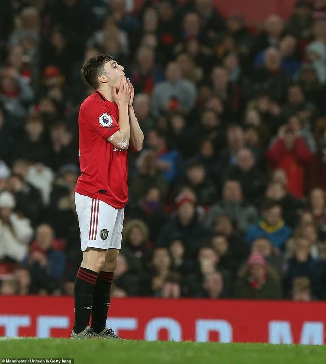 Man Utd bị Burnley đè bẹp ngay trên sân nhà Old Trafford - 3