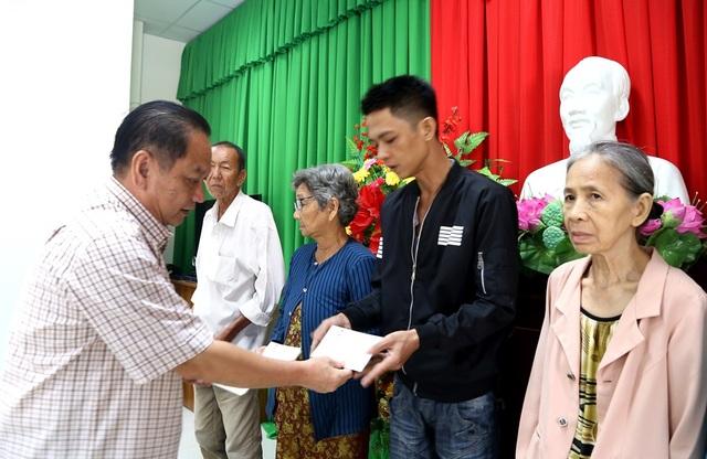 Chủ tịch UB Trung ương MTTQ  tặng quà Tết gia đình chính sách  - 3