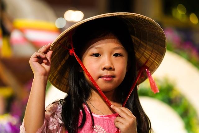 Háo hức chờ mở cửa đường hoa Nguyễn Huệ, khách nước ngoài chuẩn bị áo dài, nón lá trước cả tuần - 8