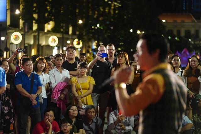 Háo hức chờ mở cửa đường hoa Nguyễn Huệ, khách nước ngoài chuẩn bị áo dài, nón lá trước cả tuần - 9