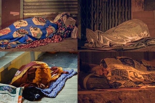 Hà Nội giá rét, người vô gia cư dùng áo mưa thay chăn để chống lạnh - 9