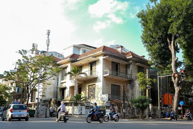 Biệt thự Pháp cổ ở Hà Nội: Không cứu không ổn, mà cứu thì cũng không được! - 1