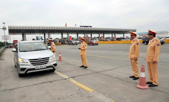 Cục trưởng CSGT kiểm tra việc xử lý vi phạm nồng độ cồn trên cao tốc - 1